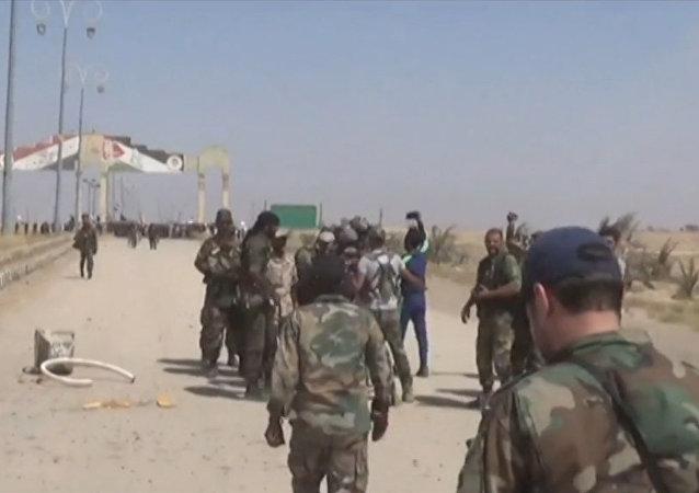 Exército sírio derrota Daesh perto da entrada principal de Deir ez-Zor