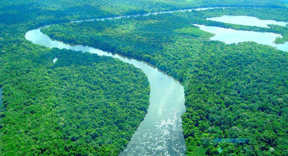 Hidrelétricas e ação de invasores ameaçam áreas ocupadas por índios no Xingu