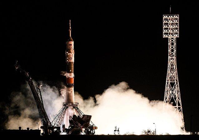 Soyuz MS-06, impulsionada pelo foguete Soyuz-FG, decolou do Cosmódromo de Baikonur, no Cazaquistão