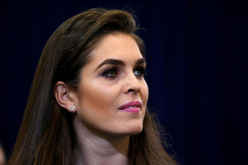 Hope Hicks, então secretária de imprensa, durante um evento da campanha eleitoral de Donald Trump, no estado do Arizona, em 29 de outubro de 2016