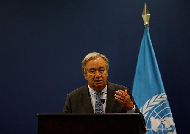 Secretário-geral da ONU, António Guterres, durante uma coletiva de imprensa em Ramallah, Cisjordânia (arquivo)
