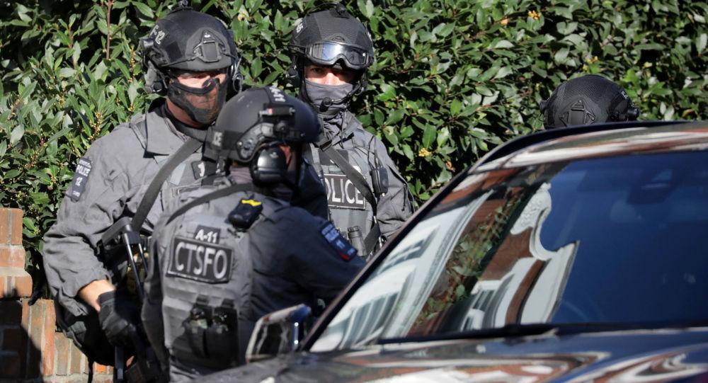 Policiais armados fora da estação de metrô em Londres, 15 de setembro de 2017