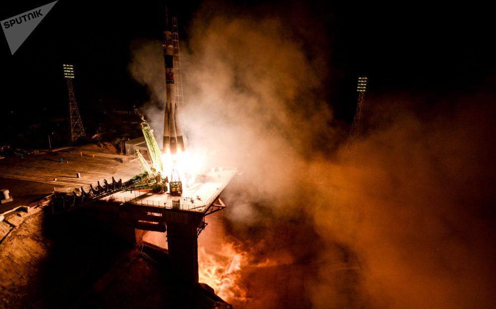 Lançamento do foguete-portador Soyuz-FG com uma espaçonave tripulada Soyuz MS-06
