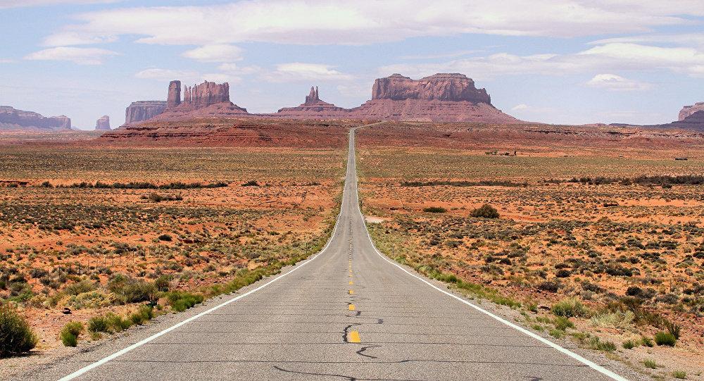 Estrada perto da Área 51, deserto de Nevada