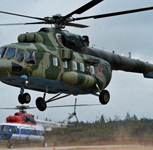 Helicóptero russo Mi-8AMTSh-VA durante as manobras conjuntas russo-bielorrussas Zapad 2017