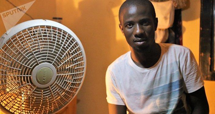 Professor de matemática Samuel Jean-Marie (24 anos), infectado com a cólera em 2011: Muitas pessoas não acreditam nas doenças, acham que tem a ver com magia negra e procuram um curandeiro.