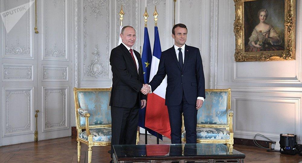 Presidente russo Vladimir Putin e seu colega francês Emmanuel Macron
