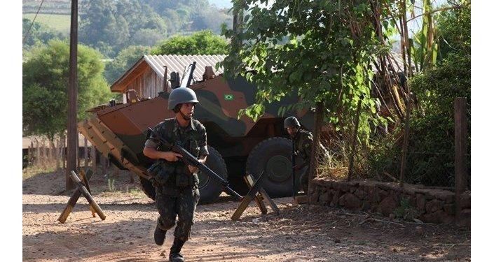 Operação Paraná, exercício combinado inédito entre os Exércitos do Brasil e do Paraguai.