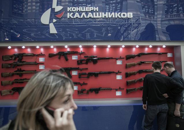 Exposição de armas do consórcio Kalashnikov em Moscou