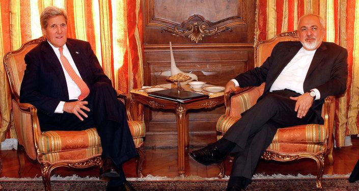 John Kerry, secretário de Estado americano, e Javad Zarif, ministro de Relações Exteriores do Irã, em 27 de abril de 2015, em Nova York