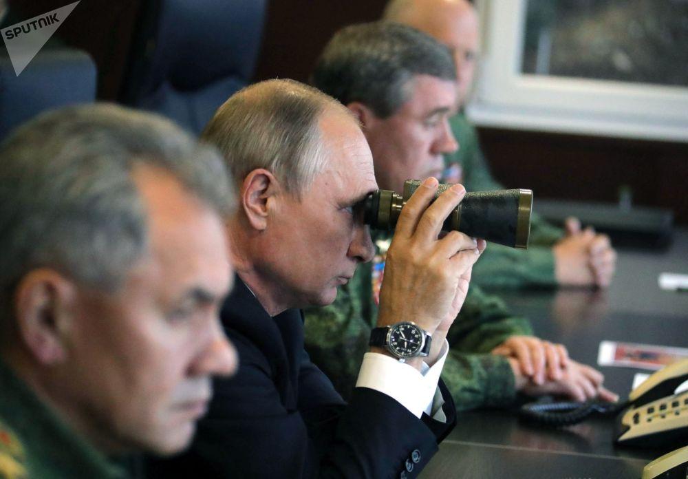 Presidente Putin observa ações dos militares durante manobras russo-bielorrussas Zapad 2017