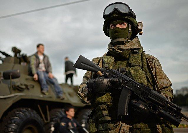 Militar durante o festival Exército da Rússia em Moscou (foto de arquivo)