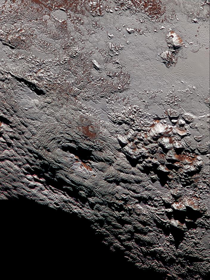 """""""Lâminas de gelo"""" na superfície de Plutão"""