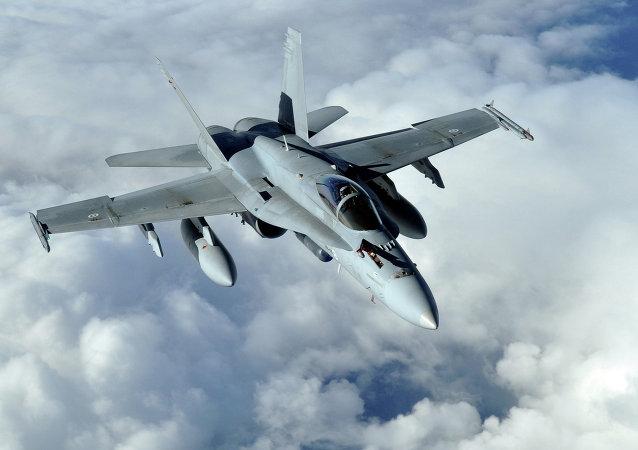 Caça multifuncional F-18 Hornet (arquivo)
