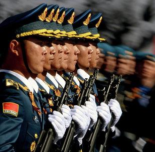 Militares chineses do Exército da Libertação Popular no ensaio para o Dia da Vitória