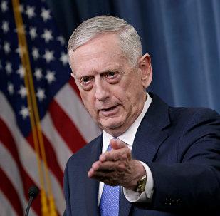 Secretário de Defesa norte-americano, James Mattis, durante conferência de imprensa sobre a campanha contra o Daesh no Pentágono, Washington, em 19 de maio de 2017