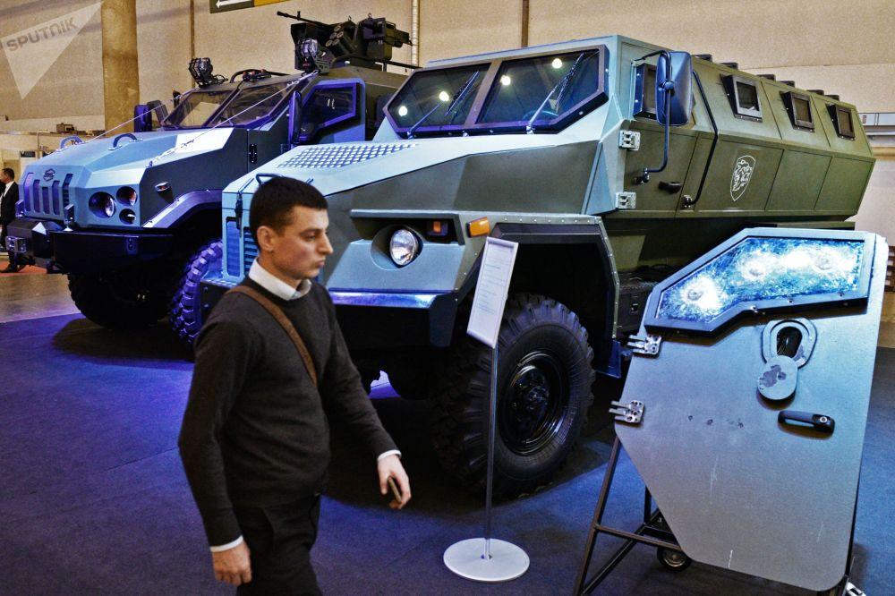 Equipamentos militares durante a mostra Armas e Segurança 2017 em Kiev