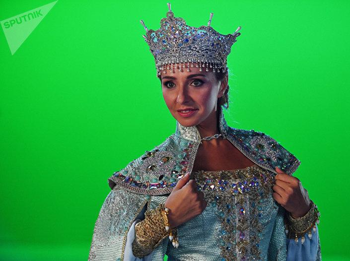 A patinadora russa Tatiana Navka no papel de Ludmila durante os ensaios do espetáculo sobre o gelo Ruslan e Ludmila