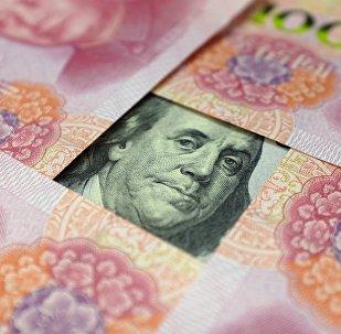 Cédulas de dólar e yuan