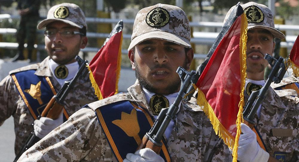 Os efetivos do Corpo de Guardiões da Revolução Islâmica (CGRI) durante um desfile militar (foto de arquivo)