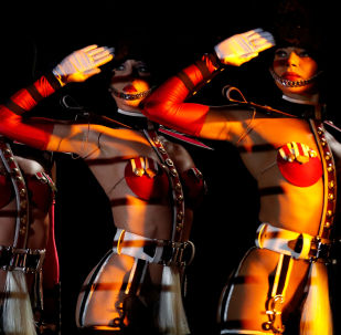 Dançarinas do cabaré francês Crazy Horse durante show em Singapura