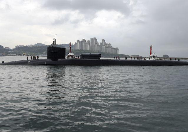 USS Michigan no porto de Busan, foto de arquivo