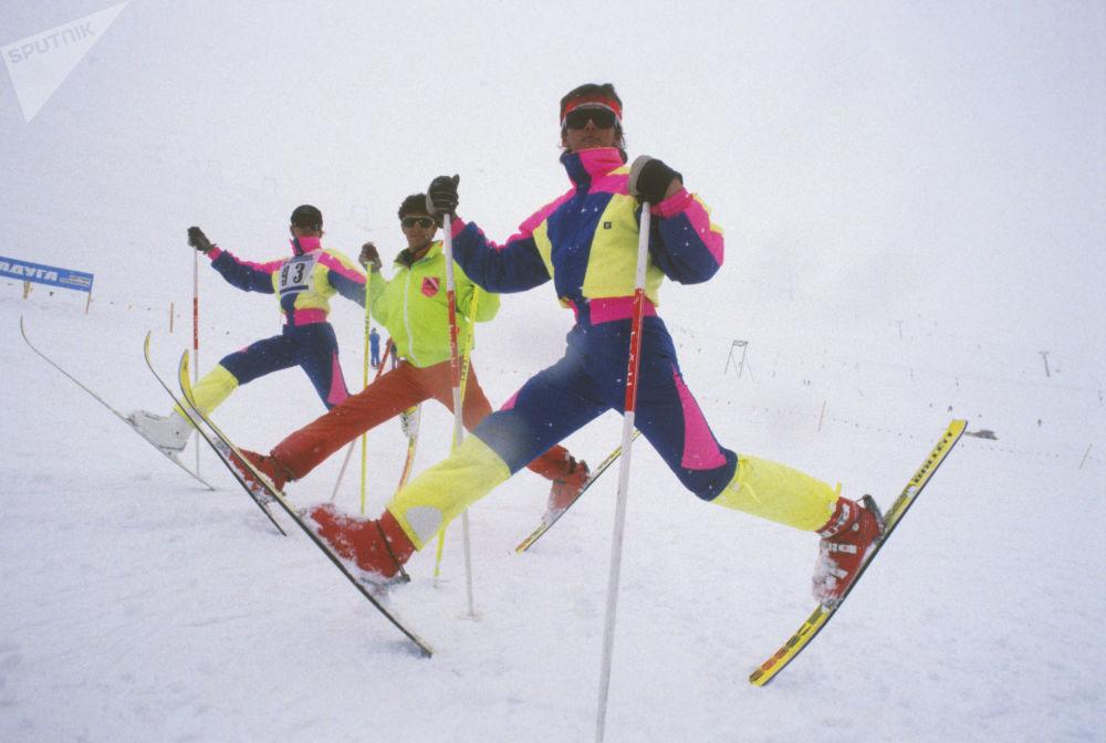 Participantes da primeira competição de Luta Livre realizada em Dombai, Cáucaso, 1989