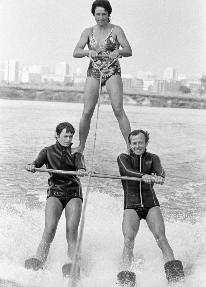 Atletas no Campeonato da URSS de Esqui Aquático, 1985