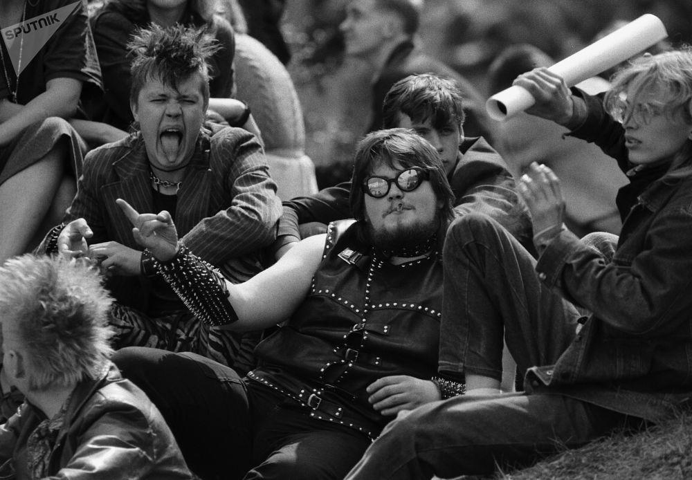 Concerto de rock em Tartu, República Soviética da Estônia, hoje Estônia, 1987