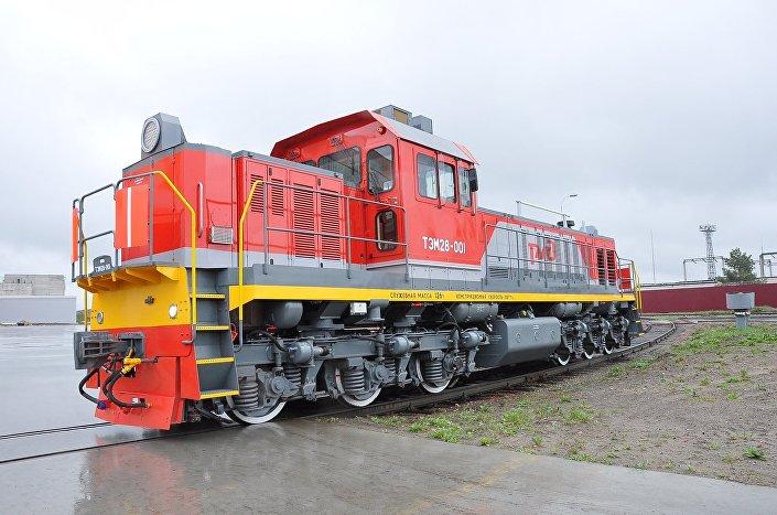 A locomotiva de manobras TEM28, a ponto de receber o certificado de uso