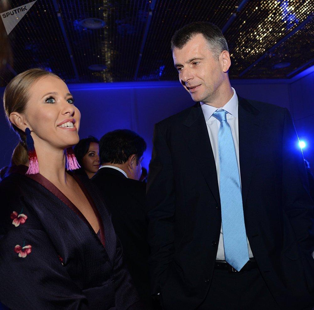 Ksenia Sobchak com o multimilionário liberal Mikhail Prokhorov