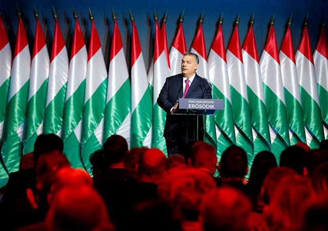 O Primeiro-Ministro húngaro, Viktor Orban, fala durante seu discurso sobre o estado da nação, em Budapeste, em 10 de fevereiro de 2017. Entre os líderes mundiais, Orban é conhecido como um crítico assumido de Soros
