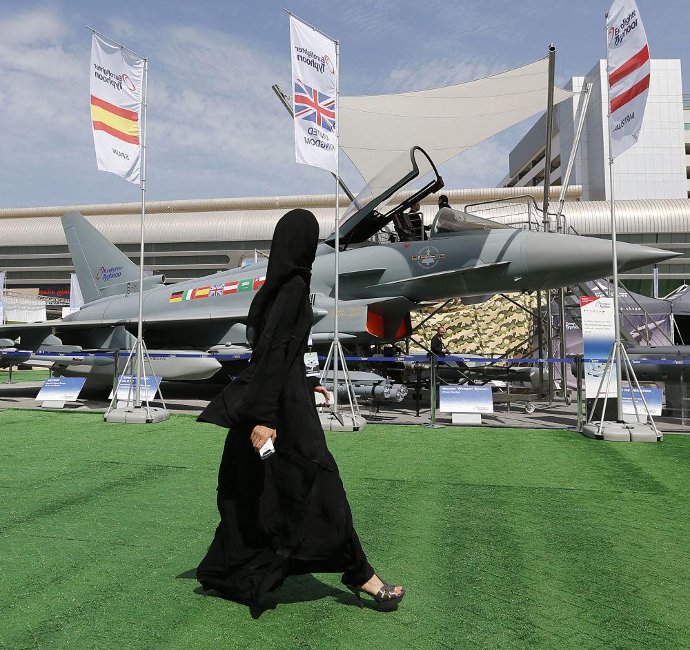 Exposição militar em Abu Dhabi, Emirados Árabes Unidos, fevereiro de 2013