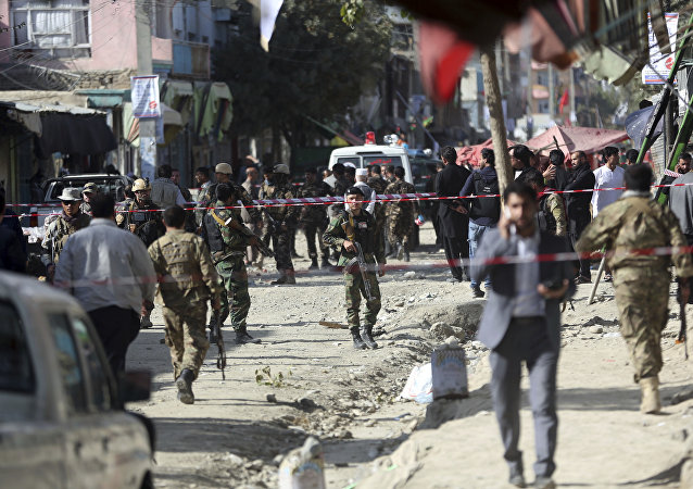 Forças de segurança do Afeganistão investigam local de ataque suicida em Cabul (foto de arquivo)