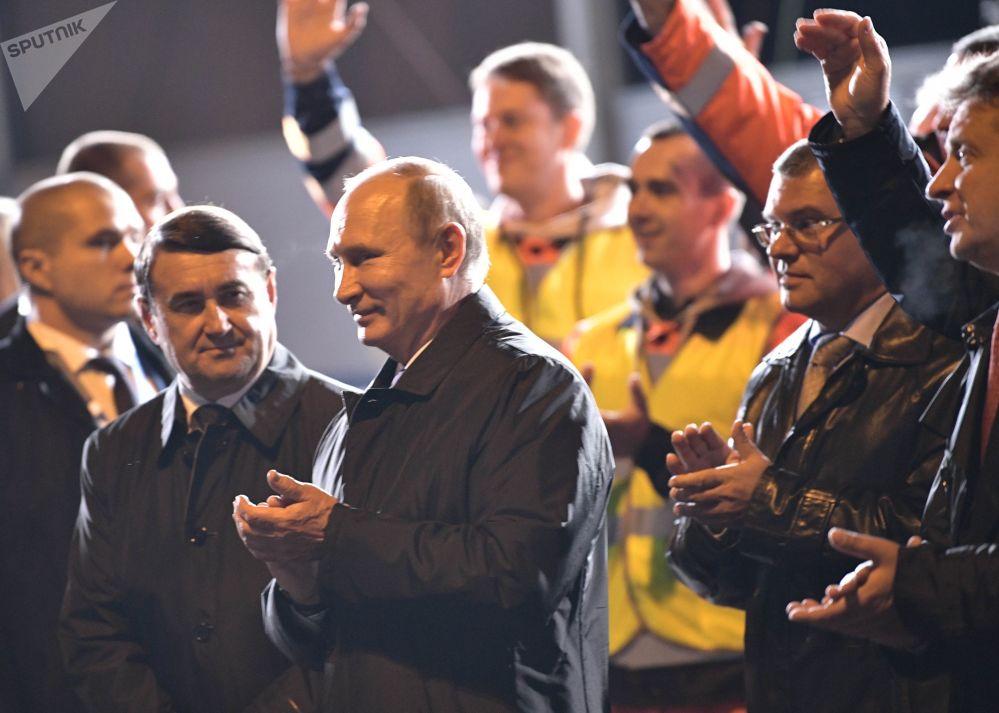 Presidente russo, Vladimir Putin, participa da inauguração da rodovia que liga São Petersburgo com países bálticos e Bielorrússia