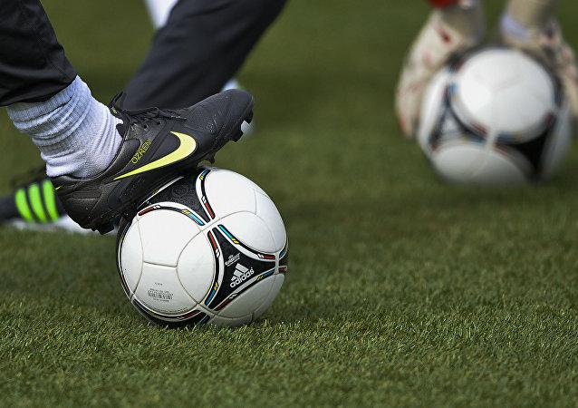 Jogo de futebol (imagem referencial)