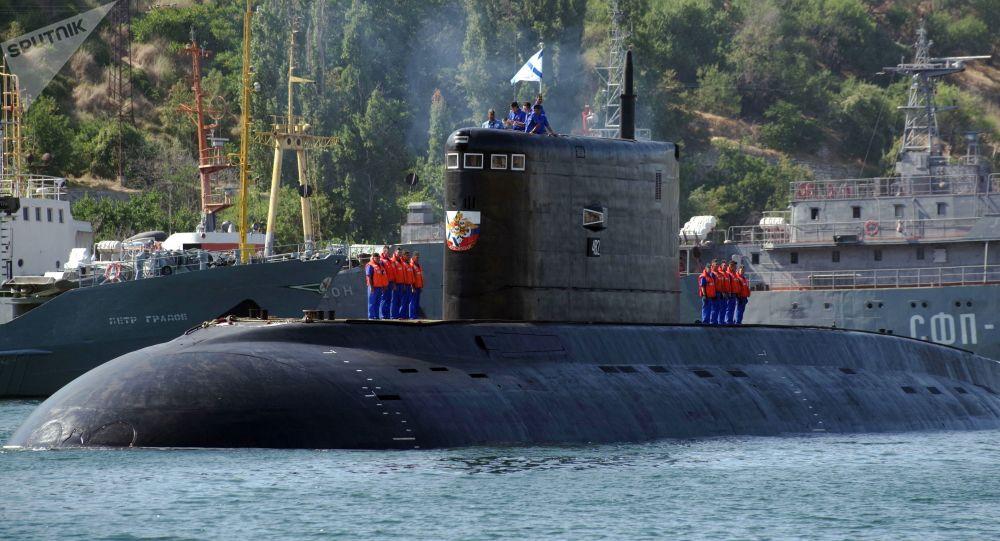 Submarino Krasnodar no porto de Sevastopol