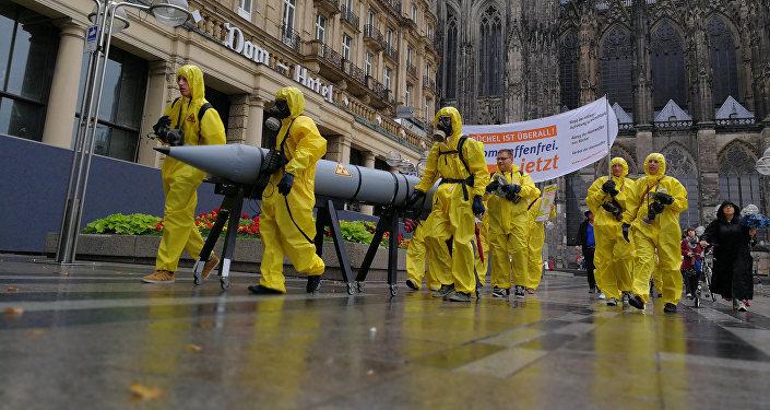 Ativistas se manifestam contra armas nucleares norte-americanas em Colônia, Alemanha (foto de arquivo)