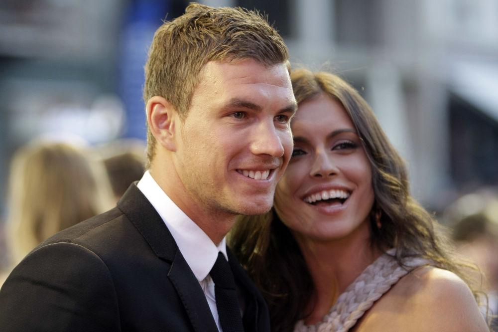 Jogador de futebol bósnio Edin Dzeko com namorada, Amra Silajdzic