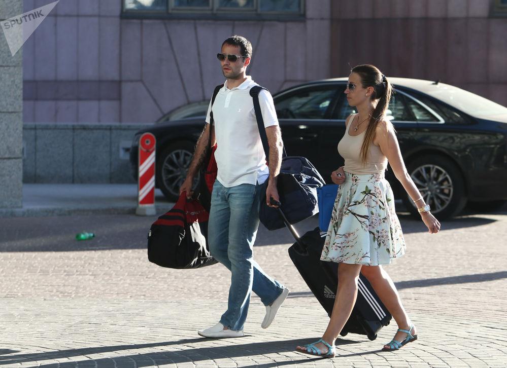 Poman Shirokov, ex-jogador do clube russo Krasnodar com sua esposa Ekaterina