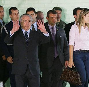 Michel Temer, presidente do Brasil, deixando o hospital após passar por intervenção emergencial em Brasília