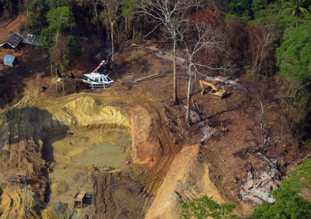 Segundo o Ibama, garimpos ilegais representam uma ameaça à saúde pública devido à contaminação por mercúrio, principalmente em regiões como a Amazônia.