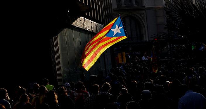 A bandeira da Catalunha, Estelada, é vista durante ato em Barcelona no dia em que Parlamento local votou pela independência, 27 de outubro de 2017