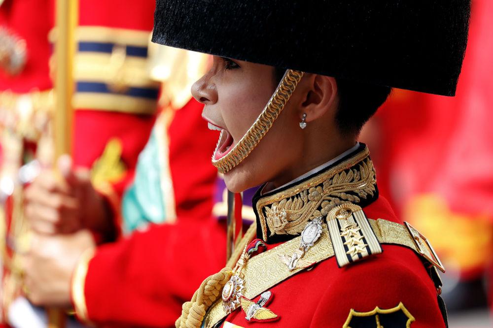 Guarda real durante cerimônia de cremação do falecido rei tailandês Bhumibol Adulyadej