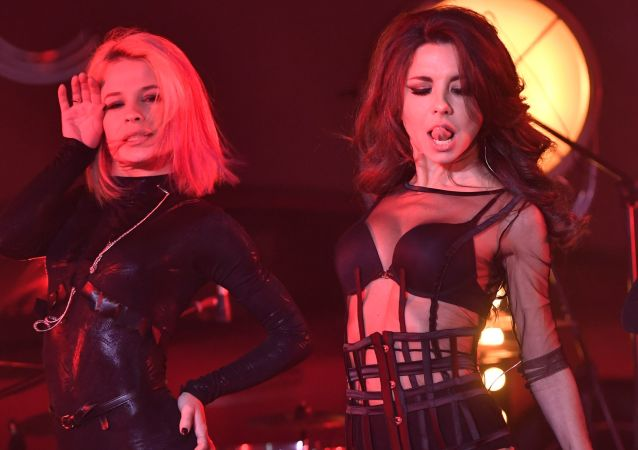 Grupo musical feminino russo Vintazh dá show na festa dedicada do lançamento de ranking 100 mulheres mais sexys da Rússia