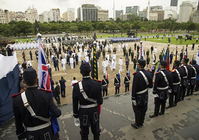 Bandeira da Rússia estréia na comemoração do Dia da Vitória no Rio de Janeiro