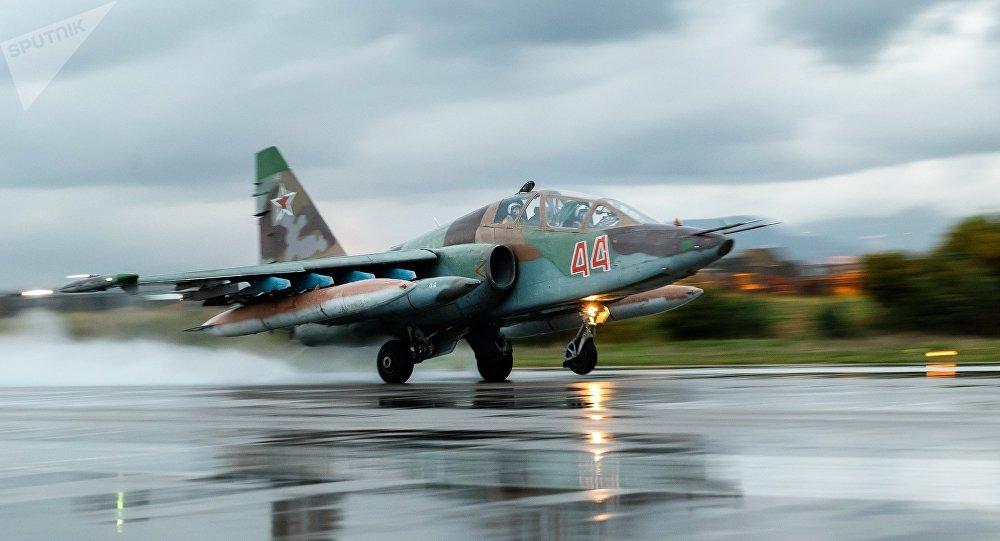 O aeronave da Força Aerospacial da Rússia na base aérea em Hmeymim, Síria