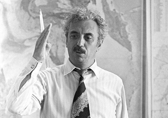 O geólogo soviético Farman Gurban oglu Salmanov