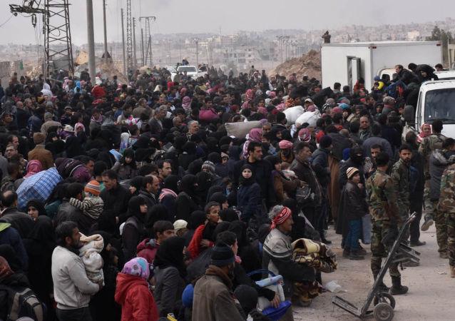 Refugiados sírios durante evacuação de Aleppo (foto de arquivo)