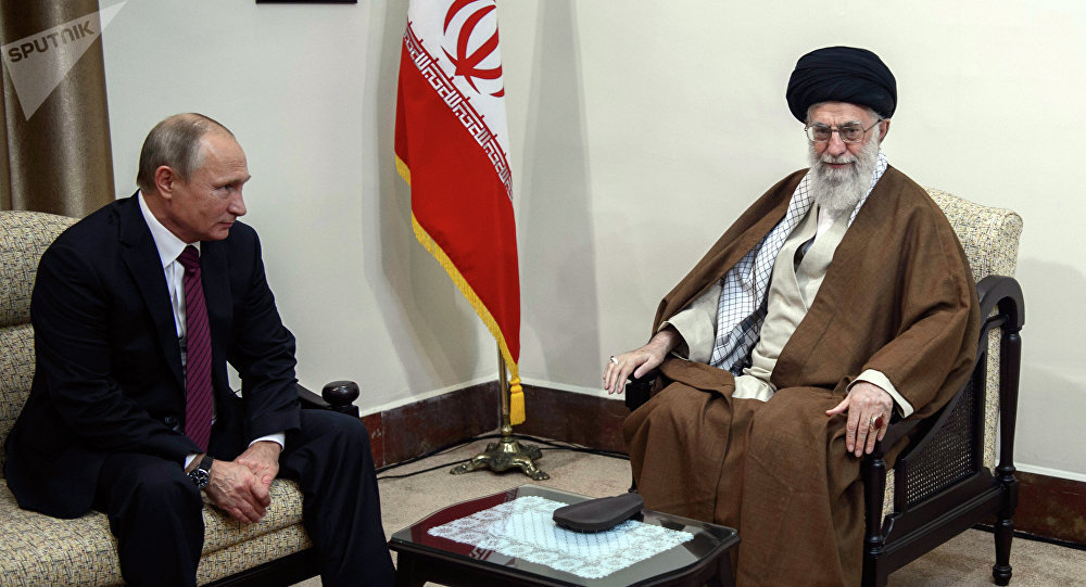 Presidente russo, Vladimir Putin, durante o encontro com líder supremo iraniano, Ali Khameni, Teerã, 1 de novembro de 2017
